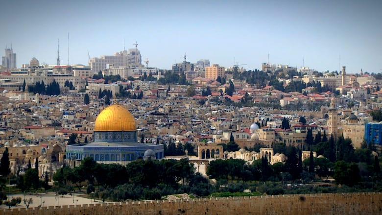 وراء جدران المدينة المقدسة القديمة.. حواجز حديثة