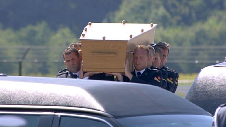 وصول جثث بعض ضحايا الرحلة الماليزية 17 إلى هولندا