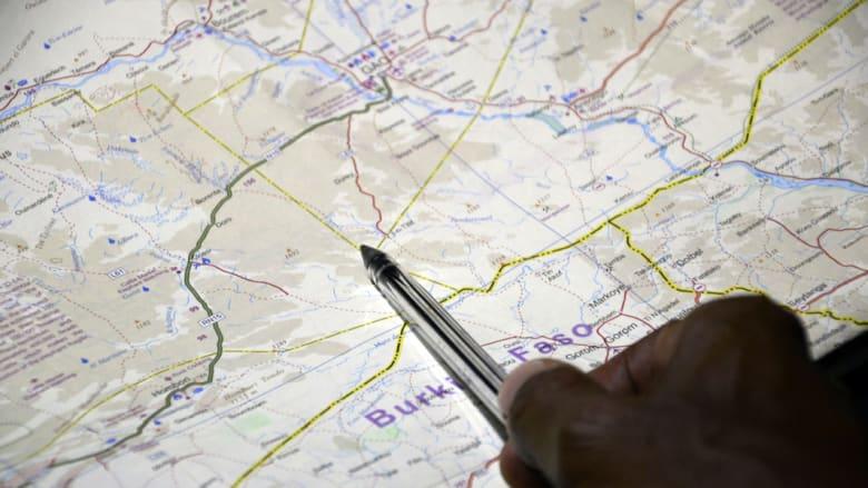"""هولاند: قوات فرنسية تؤمن موقع حطام """"الجزائرية"""" ولم تعثر على ناجين"""