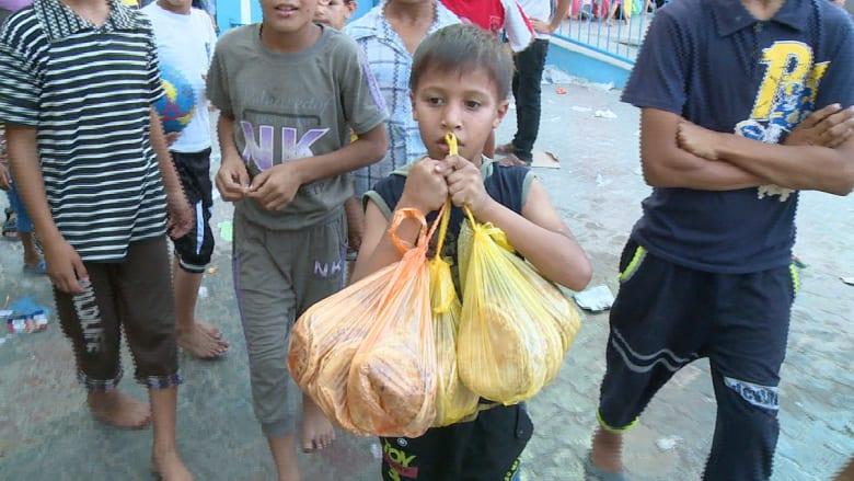 في غزة مدرسة تطعم أكثر من 2000 .. فمن يطعم سكان 84 ملجأً ؟