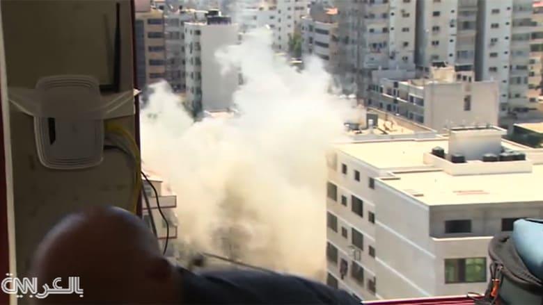 شاهد الانفجار خلف مراسل CNN خلال بث حي من غزة