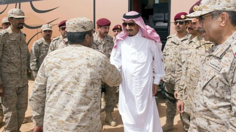 الأمير سلمان يعايد الجنود