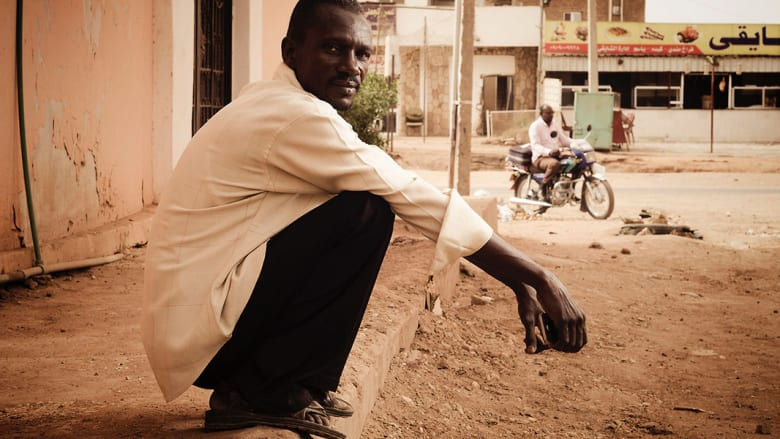 """صور """"Humans of Khartoum"""" تلتقط نبض الشارع في الخرطوم ووجوه تروي قصص أصحابها"""