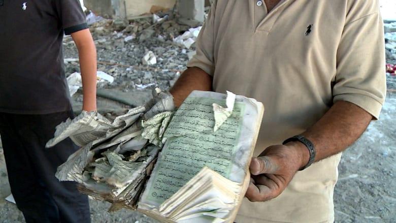 فلسطينيون يواصلون الصلاة بعد قصف مساجدهم