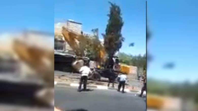 بالفيديو.. لحظة مطاردة ومقتل سائق جرافة هاجم حافلة إسرائيلية بالقدس