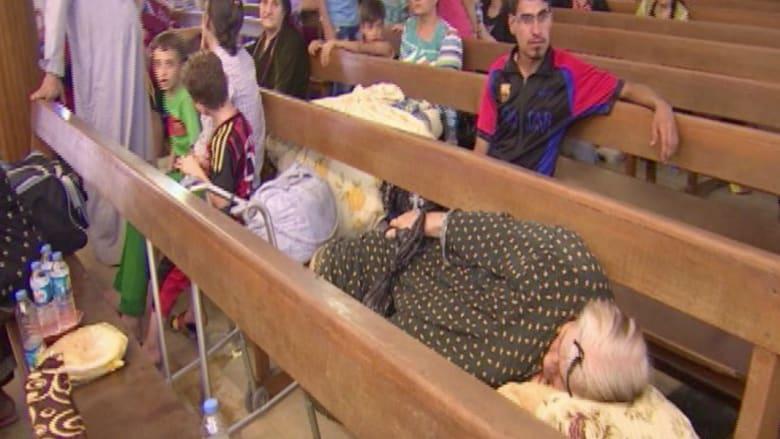 """مسيحيو العراق يفرون بدينهم من """"داعش""""  وينامون على مقاعد الكنائس"""
