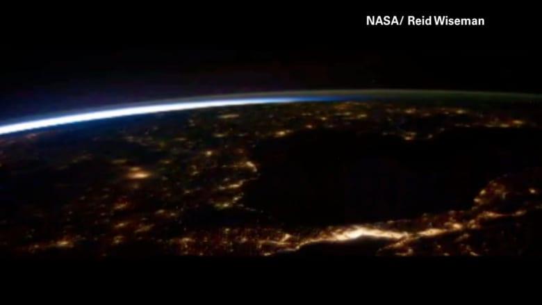 كيف يبدو البرق من الفضاء؟
