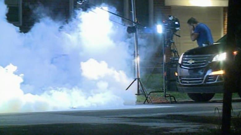 صحفيون ضحايا قنابل الغاز أثناء تصدي الشرطة لأعمال شغب واسعة بأمريكا
