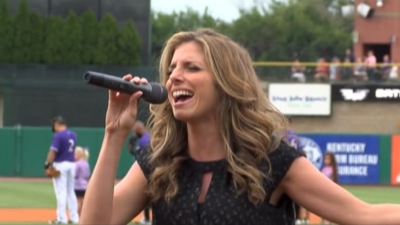شابة تعتزم غناء النشيد الوطني في 50 ولاية بأمريكا