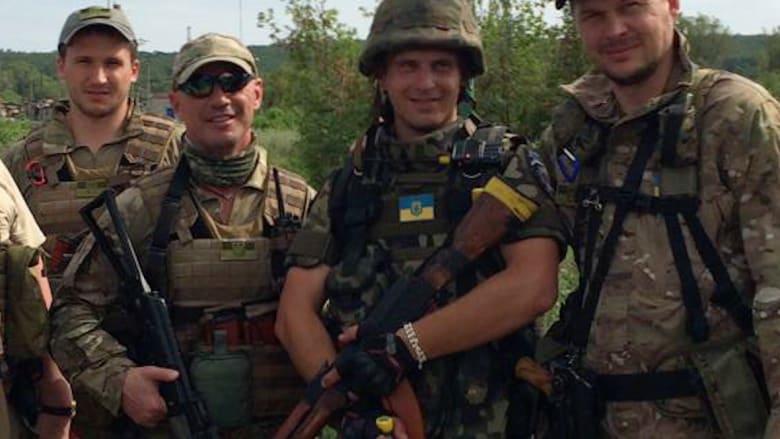 أغنياء وفقراء أوكرانيا مع الجيش.. مليونير يتبرع بـ450 ألف دولار ويلتحق بالجبهة