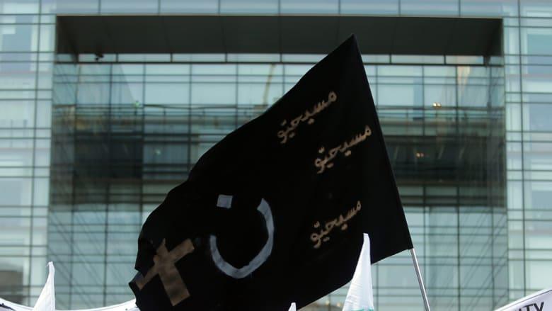 """لبنان: توتر طائفي بعد قرار ملاحقة محرقي علم """"داعش"""" وعليه شعار التوحيد في منطقة مسيحية"""
