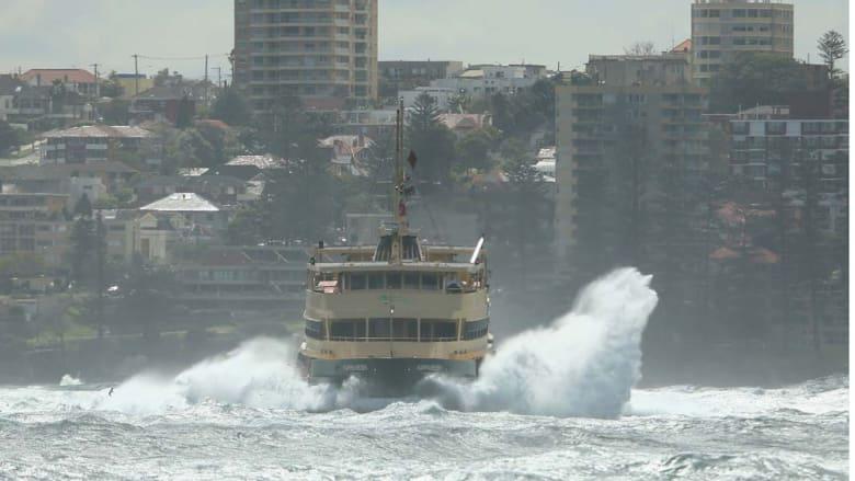 سيدني، إستراليا -- أمواج عالية وعواصف تشهدها سواحل سيدني حيث بلغت سرعة الرياح 93 كيلومترا في الساعة 3 سبتمبر/ إيلول 2014