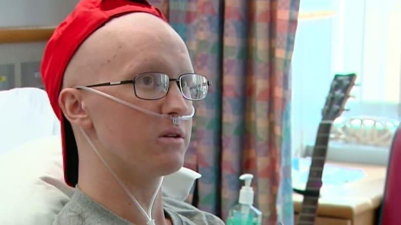 """توم جي.. مريض سرطان يكافح الموت بأغاني """"الراب"""""""