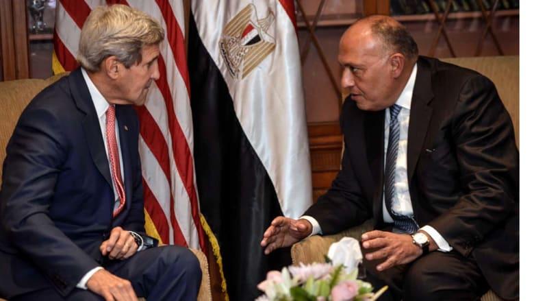 كيري يؤكد دور مصر في مكافحة الإرهاب ويعلن تسليمها 10 طائرات أباتشي