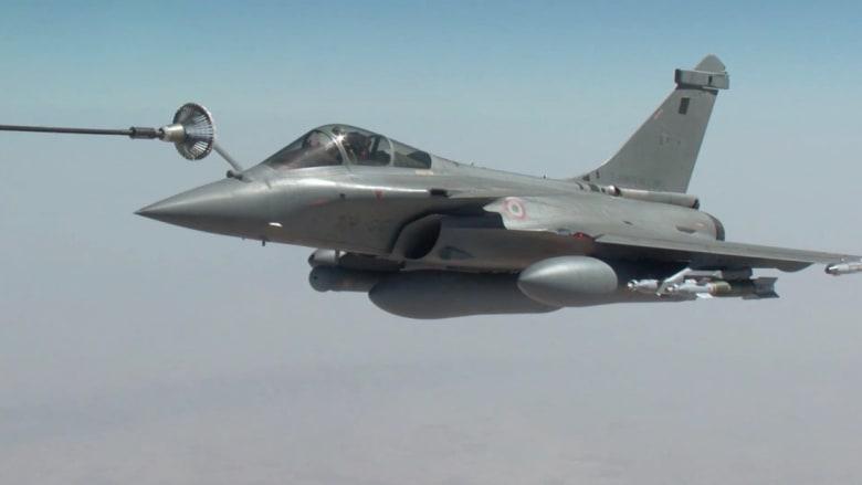 """فيديو للغارات الفرنسية على أهداف """"داعش"""" وتزود المقاتلات بالوقود في الجو"""