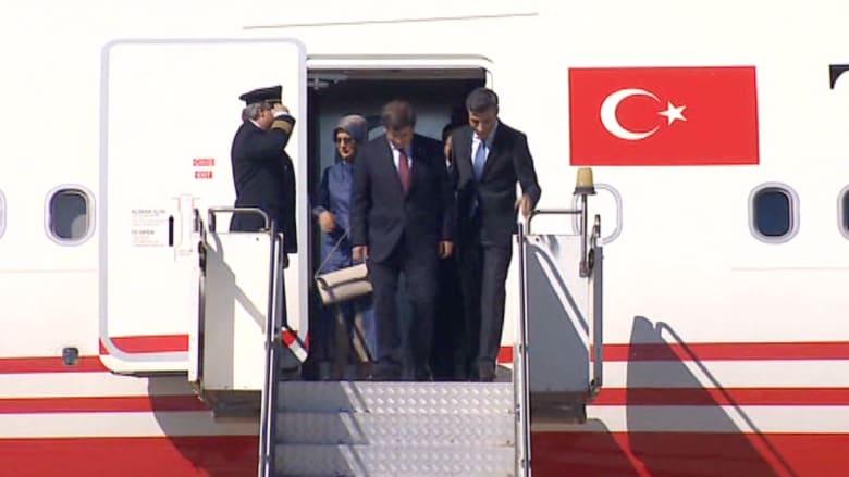 """قنصل تركيا يعود وعائلته مع باقي الأتراك المخطوفين لدى """"داعش"""""""