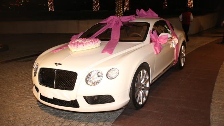 """وصلت هدية والدها وهي عبارة عن سيارة """"بينتلي"""""""