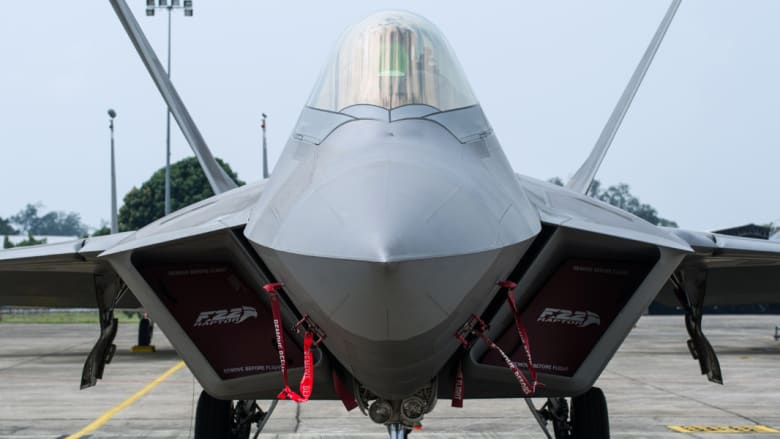 بالصور.. مقاتلات F-22 الأمريكية تشارك لأول مرة بمهام قتالية بسوريا