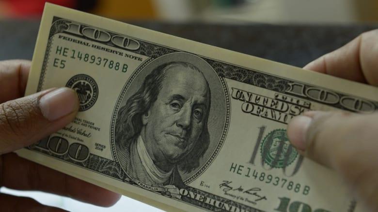 الدولار يرتفع إلى أسعار صرف غير مسبوقة منذ أربعة أعوام