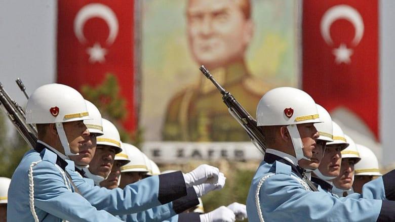 محللون: الجيش التركي قد يقلب الموازين ضد داعش.. لكن أنقرة تفضل تدخلا محدودا لن يسقط الرقة والموصل