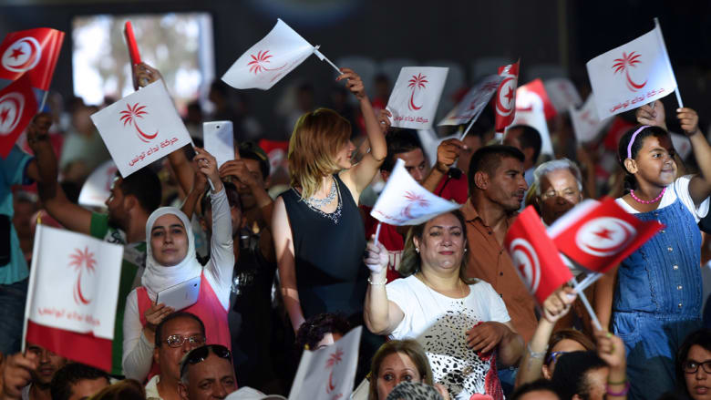 آمال قرامي تكتب: على هامش انتخابات تونس.. موجة خلع الحجاب