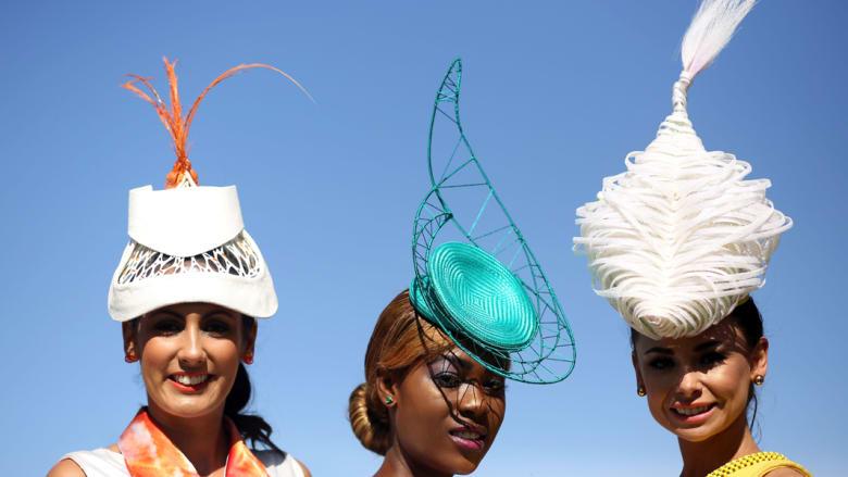 """بالصور..كيف تكون الأزياء في سباق الخيول """"الذي يوقف الأمة؟"""""""