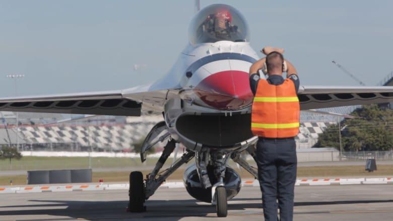 كيف يكون الأمر عندما تحلق على متن مقاتلة إف 16؟