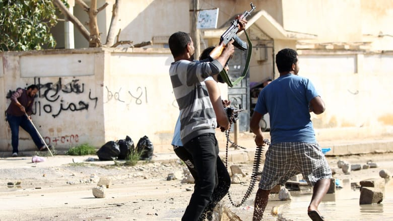 """ليبيا تؤكد احتجاز طائرة """"أيرباص"""" للاشتباه بحمولتها... والعنف يشرد 106 آلاف خلال شهر"""