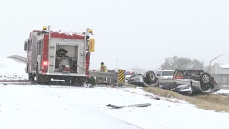 بالفيديو.. حوادث سير مميتة بسبب الثلوج في أمريكا