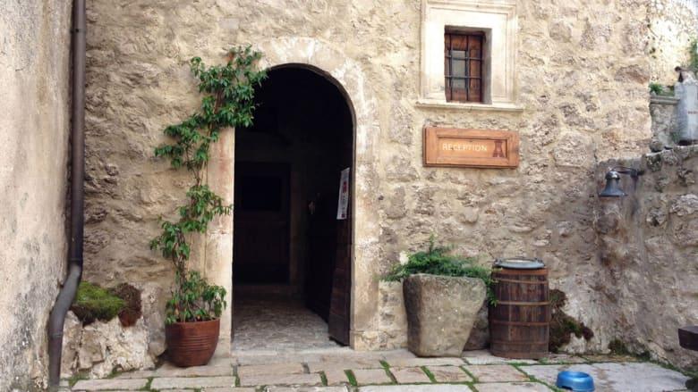منازل عتيقة تتحول إلى فنادق لتجربة شيكسبيرية في ريف إيطاليا الخلاب