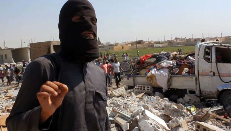 """""""داعش"""" يعدم 6 سوريين ويعتقل أحد عناصره بسبب اتصاله بأهله"""