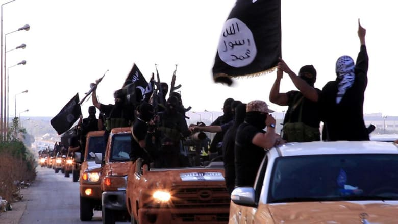 """نشطاء: """"داعش"""" يسقط طائرة حربية للنظام السوري بدير الزور.. ويشدد إجراءات العبور لتركيا لمنع عناصره من الفرار"""