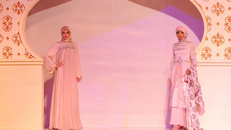 المسلمون ينفقون 224 مليار دولار على الأزياء.. ويفتقدون لعلامة دولية