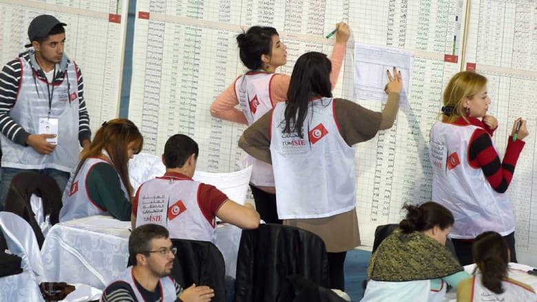 انتخابات تونس.. النتائج الثلاثاء.. الفارق بسيط بين قايد السبسي والمرزوقي...واحتمال تقريب موعد الدور الثاني