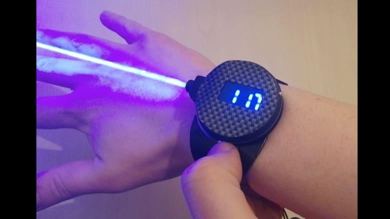 الكشف عن ساعة من الخردة تطلق أشعة ليزر