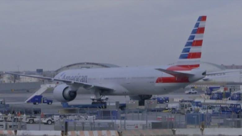 بالفيديو.. فوضى في مطار جون كنيدي بعد الابلاغ عن قنبلة على طائرة أمريكية