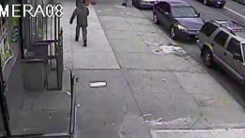 بالفيديو.. اعتداء على أم ورضيعها في وضح النهار بأمريكا بغرض السرقة