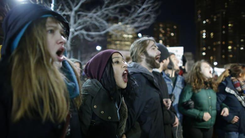 بالصور.. احتجاجات في نيويورك لعدم إدانة شرطي بمقتل إريك غارنر
