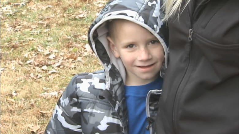 طفل في الخامسة ينقذ عائلته من حريق اندلع بمنزلهم وهم نيام
