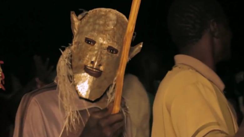 """""""على ايقاع الأنتونوف""""..عندما ينظر السودانيون إلى طائرة """"الموت"""" ويرقصون"""