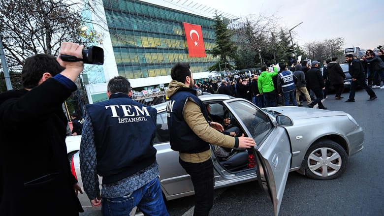 """تركيا: اعتقال 23 شخصا بينهم عناصر بالشرطة وإعلاميين بمداهمة أمنية هي جزء من التحقيق بقضية """"الكيان الموازي"""""""
