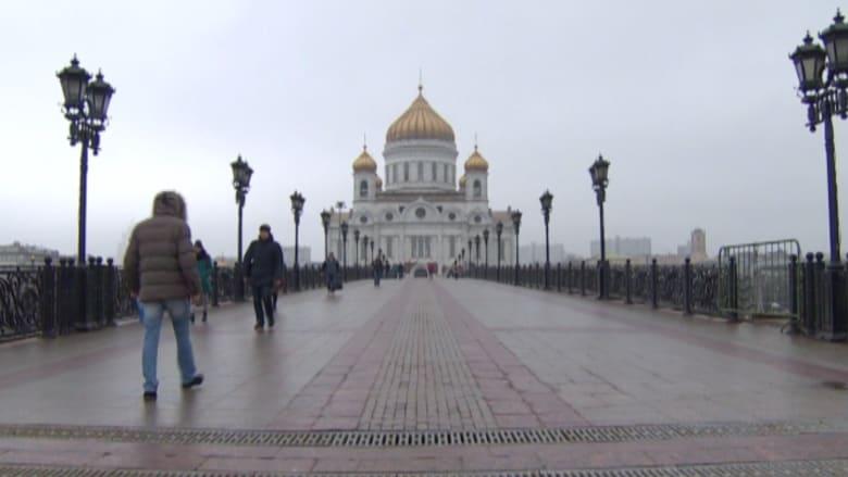 ضحية الروبل الأولى.. رجل أعمال روسي شهير ينتحر