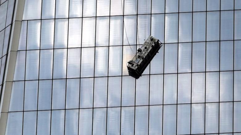قائمة بأخطر 5 مِهَن .. تنظيف زجاج الأبراج العالية ليس ضمنها