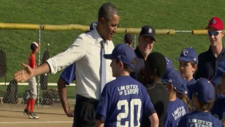 أوباما يلعب البيسبول مع أطفال واشنطن