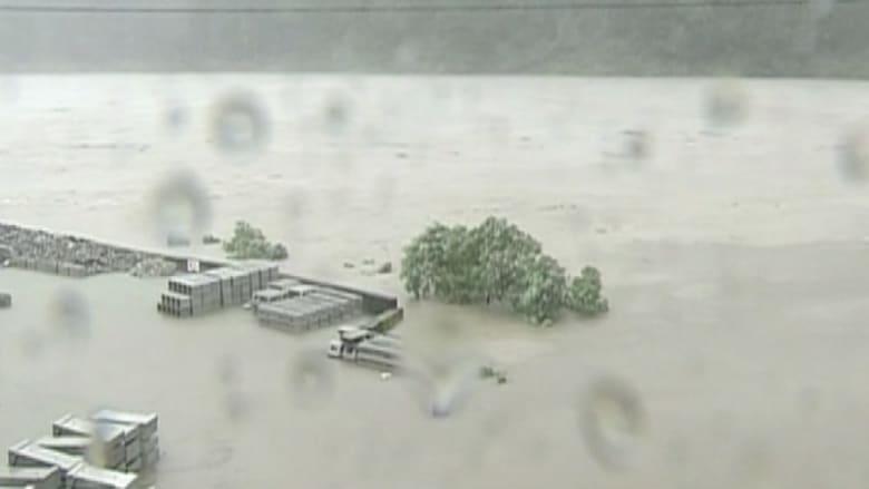 اليابان .. إعصار ينشر الرعب والموت و 1.500.000 يفرون من طريقه