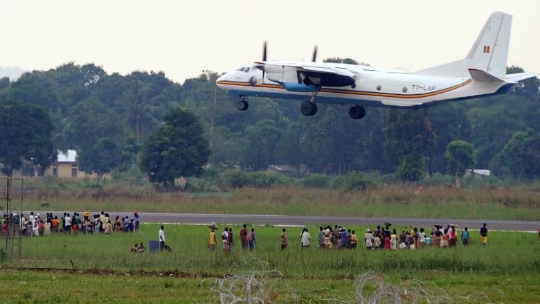 """""""زعتري"""" إفريقيا... المطار يتحول لمخيم ينام تحت طائراته 60 ألفا أغلبهم مسلمون"""