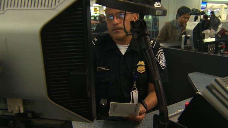 إيبولا يُسبب حالة استنفار في مطارات أمريكا