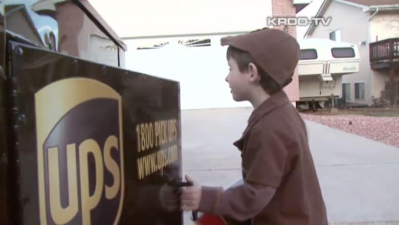 أصغر سائق في شركة UPS للشحن.. طفل في الرابعة من عمره
