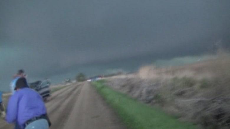 بالفيديو.. إعصار مخيف يجتاح ولاية نبراسكا  الأمريكية