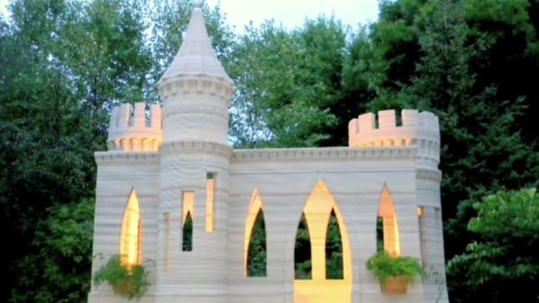 شاهد بالفيديو.. قلعة أسمنتية بنيت بطابعة ثلاثية الأبعاد!
